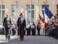 Passage des troupes en revue par Christophe CASTANER, Ministre de l'Intérieur et Laurent NUNEZ, Secrétaire d'État auprès du ministre de l'Intérieur dans la cour Beauvau au ministère de l'intérieur lors de cérémonie de remise de décoration
